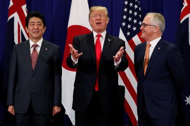 Tổng thống Donald Trump hội đàm 3 bên với Thủ tướng Nhật Bản Shinzo Abe và Thủ tướng Australia Malcolm Turnbull.