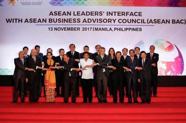 Lãnh đạo các nước thành viên ASEAN dự phiên họp với Hội đồng Tư vấn Kinh doanh ASEAN (ASEAN BAC) ngày 13/11.