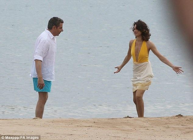Mr Bean Rowan Atkinson đóng phần 3 của bộ phim hài hành động Johnny English cùng ngôi sao phim Định mức khuây khỏa Olga Kurylenko