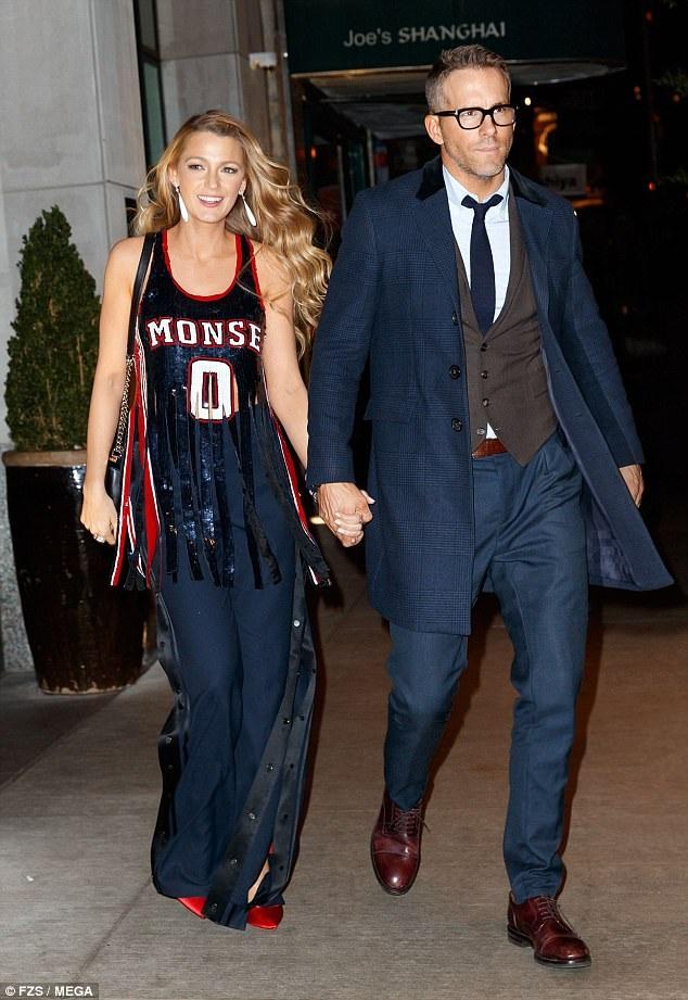 Blake Lively và chồng Ryan Reynolds rời buổi công chiếu phim mới của cô All I See Is You tại New York ngày 17/10 vừa qua