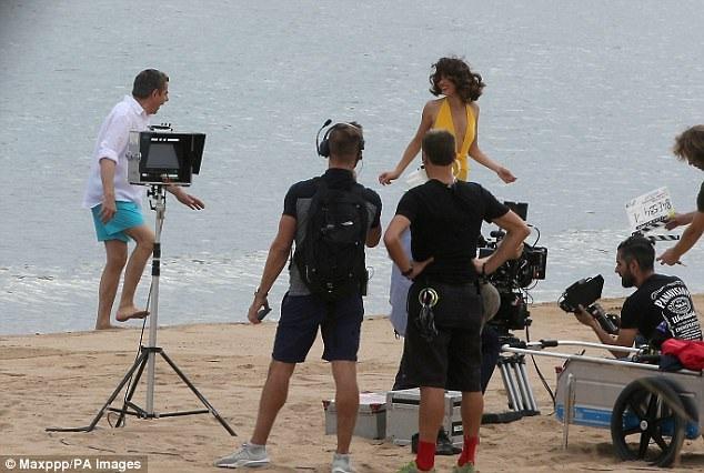 Cặp đôi diễn viên bận rộn với các cảnh quay trên bãi biển Saint-Aygulf ở Frejus, Pháp ngày 26/9