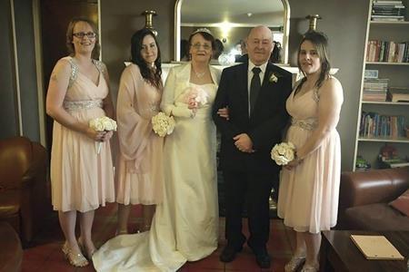 Ba cô con gái đã bí mật tổ chức đám cưới cho cha mẹ