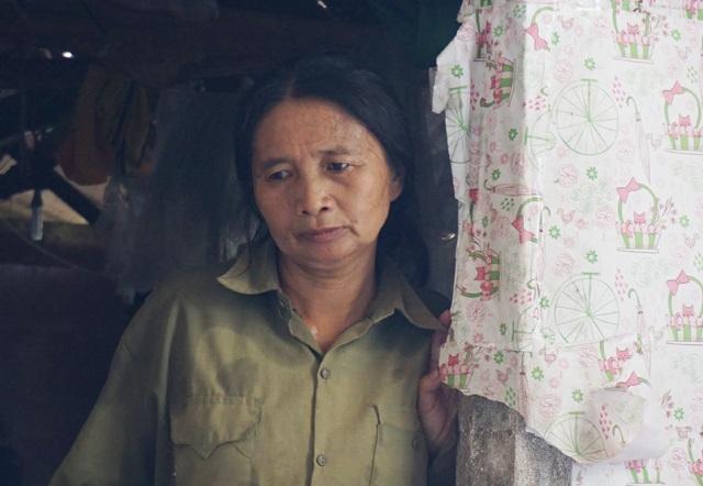 Gia cảnh nghèo khó, chồng ốm, con dại nên có đau ốm trong người, chị Thanh cũng không dám đi viện khám mà chỉ dám mua thuốc giảm đau về uống