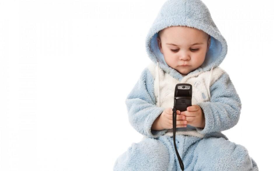 Cục quản lý cạnh tranh khuyến cáo nguy cơ mất tiền oan khi cho trẻ tiếp xúc internet - 1