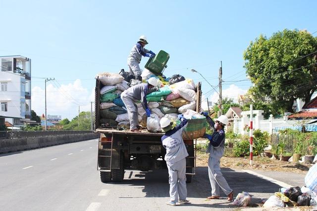 Thị xã Ninh Hòa (Khánh Hòa) mỗi ngày có hơn 60 tấn rác sinh hoạt nên gặp nhiều khó khăn sau sự cố môi trường tại bãi rác Hòn Rọ