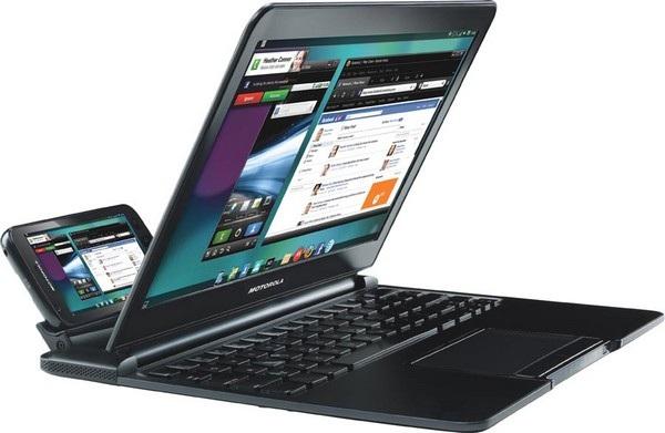 Chiếc smartphone Atrix được Motorola ra mắt vào năm 2011, đi kèm phụ kiện để biến smartphone thành laptop.