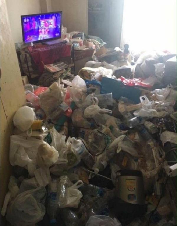 Thái Lan: Cô gái bị chủ đuổi thẳng cổ vì để phòng như... bãi rác - 1