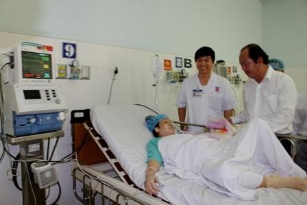 PGS Tăng Chí Thượng, thăm hỏi, chúc mừng sản phụ qua cơn nguy nan