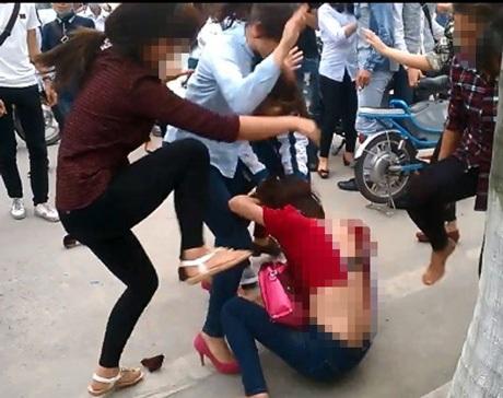 Bạo lực học đường đang rất đáng lo ngại.