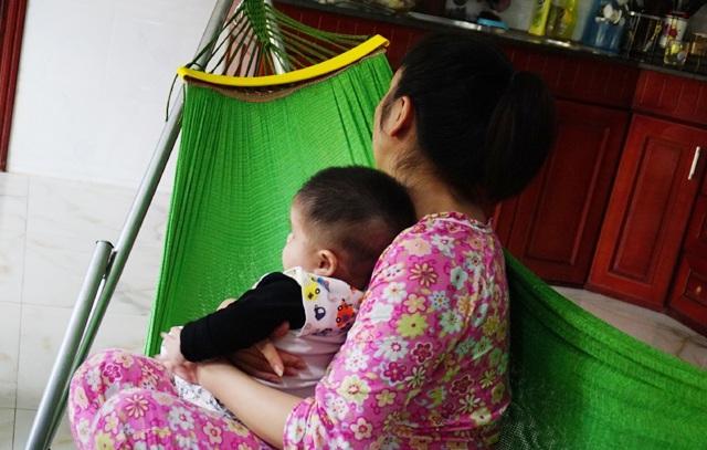 Trong thời gian được bà L. trông giữ, bé Đinh A.N bị nôn ói, quấy khóc và ít ngủ