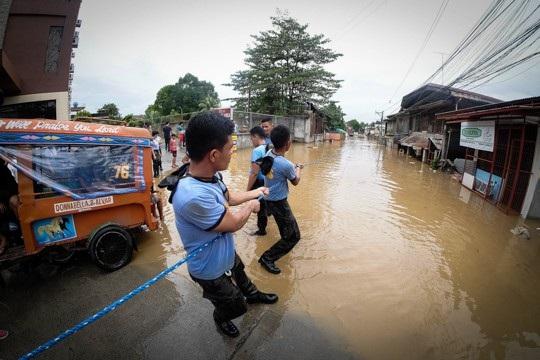 Hơn 200 người chết vì bão Tembin tại Philippines - 8