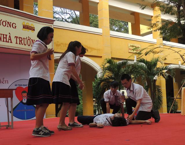 Học sinh TPHCM diễn tiểu phẩm về vấn nạn bạo lực học đường