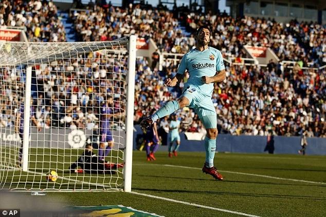 Luis Suarez tỏa sáng trong ngày Messi im tiếng