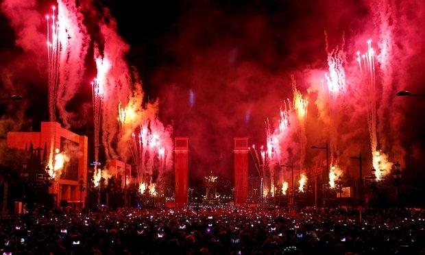 Không khi đón năm mới tại Barcelona, Tây Ban Nha (Ảnh: AP)