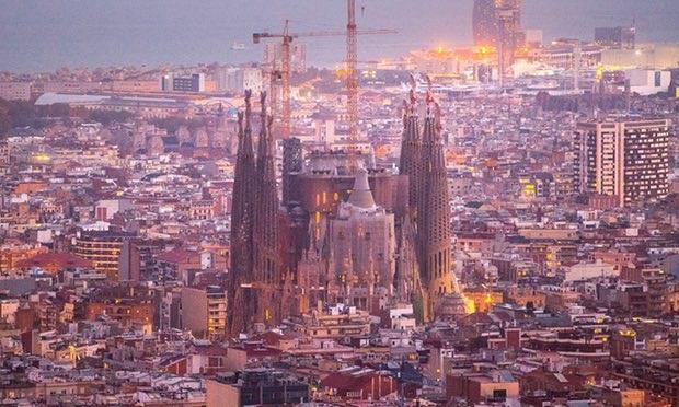 Thành phố Barcelona sẽ cấm ô tô cũ - 1