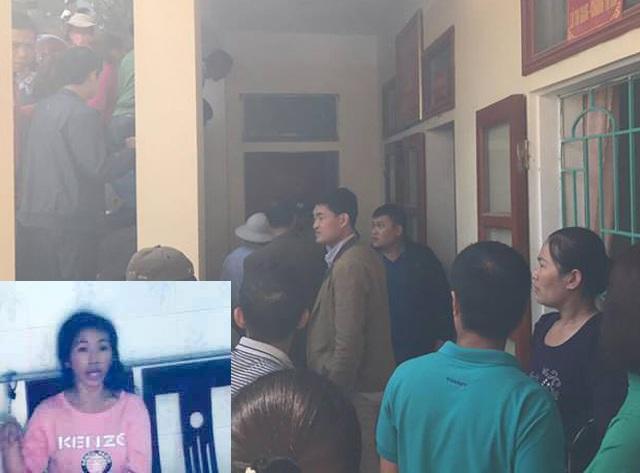Người dân tập trung theo dõi cơ quan chức năng lấy lời khai đối tượng Trần Thị Thanh Thúy (ảnh nhỏ) tại trụ sở UBND thị trấn Mường Xén, huyện Kỳ Sơn.