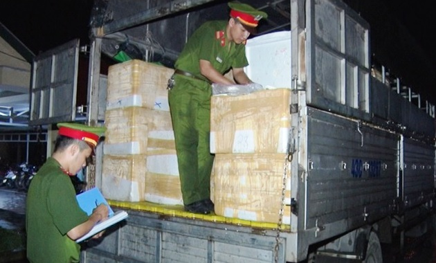 Gần 3,5 tấn nội tạng thối trên xe tải bị bắt giữ