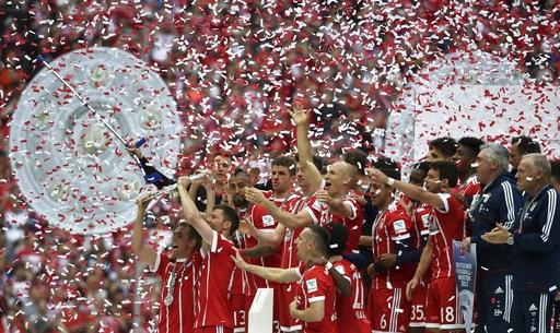 Bayern Munich vỡ òa trong ngày giương cao Đĩa bạc Bundesliga