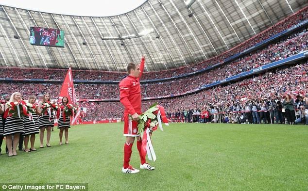 Lahm chia tay những người hâm mộ Bayern Munich
