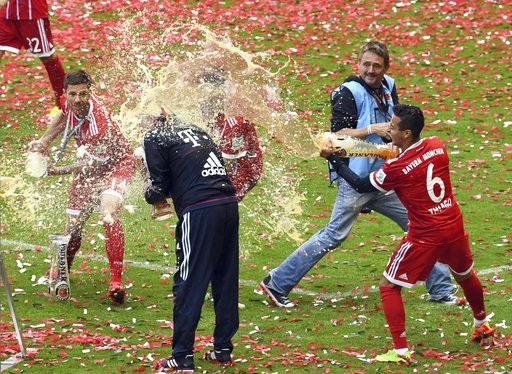 Xúc động thời khắc Lahm, Xabi Alonso giã từ sự nghiệp sân cỏ - 5