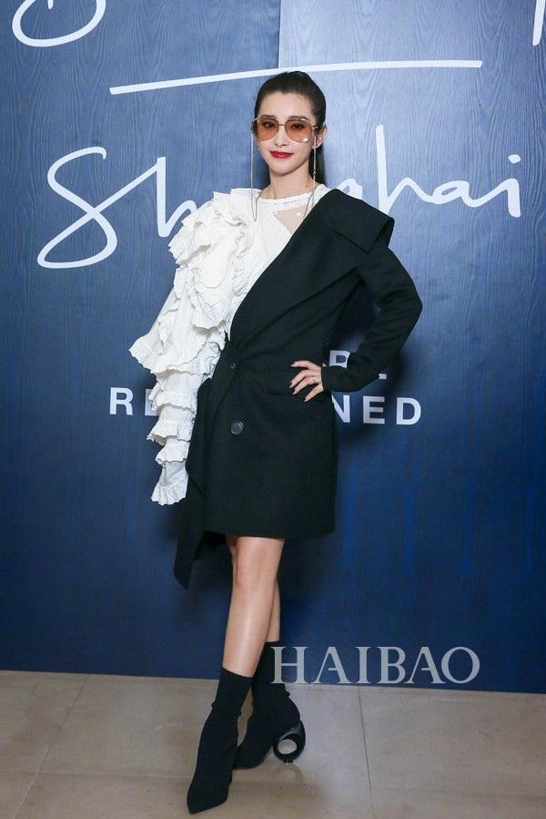 Người đẹp họ Lý thường xuyên tham dự các sự kiện thời trang trong và ngoài nước. Cô là một trong những nữ diễn viên châu Á nổi tiếng nhất trên thế giới hiện nay.