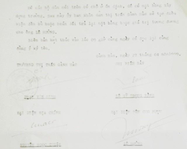 Biên bản mượn đất ông Lê Hưởng của UBND thị trấn Gành Hào vào năm 1999. Trong biên bản có nêu rõ: Sau này UBND thị trấn Gành Hào sẽ tạo điều kiện đền bù hoặc hoán đổi trả lại mặt bằng hoặc giá trị tương đương cho ông Lê Hưởng.