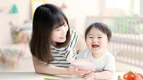Ăn dặm không chỉ đúng cách mà còn đúng thời điểm thì bé mới phát triển tốt nhất