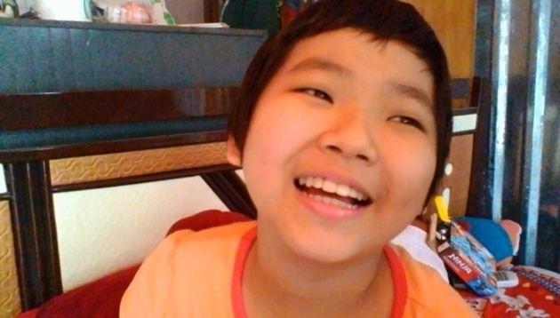 Dù bệnh tật hành hạ hơn 1 năm qua, Thùy Linh vẫn rất lạc quan. Những lúc khối u xẹp xuống là cười không ngớt.