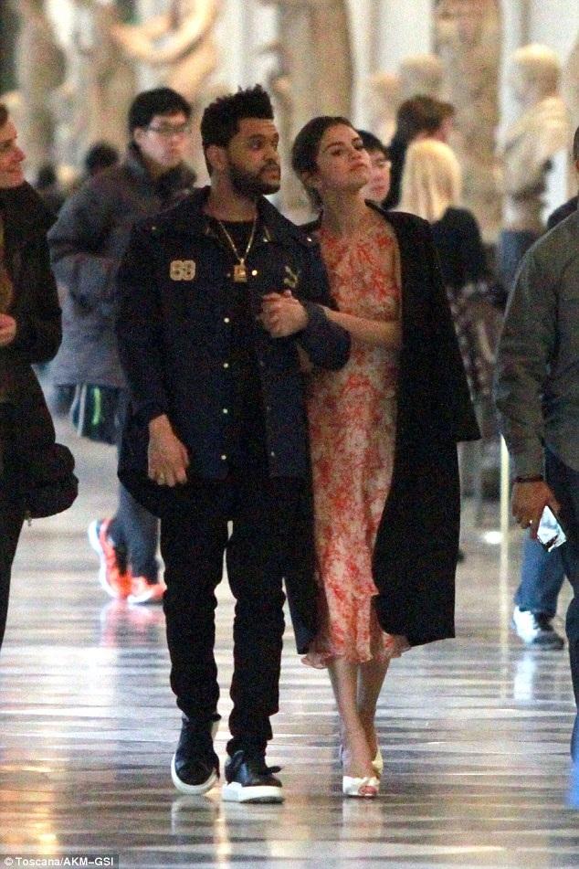 Selena Gomez và The Weeknd bị bắt gặp khi đi tham quan tại Ý ngày 27/1 vừa qua