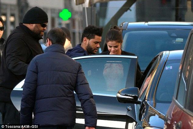 Bella Hadid đã quyết định chấm dứt quan hệ bạn bè với Selena khi biết nữ ca sỹ 24 tuổi hẹn hò với bạn trai cũ của cô