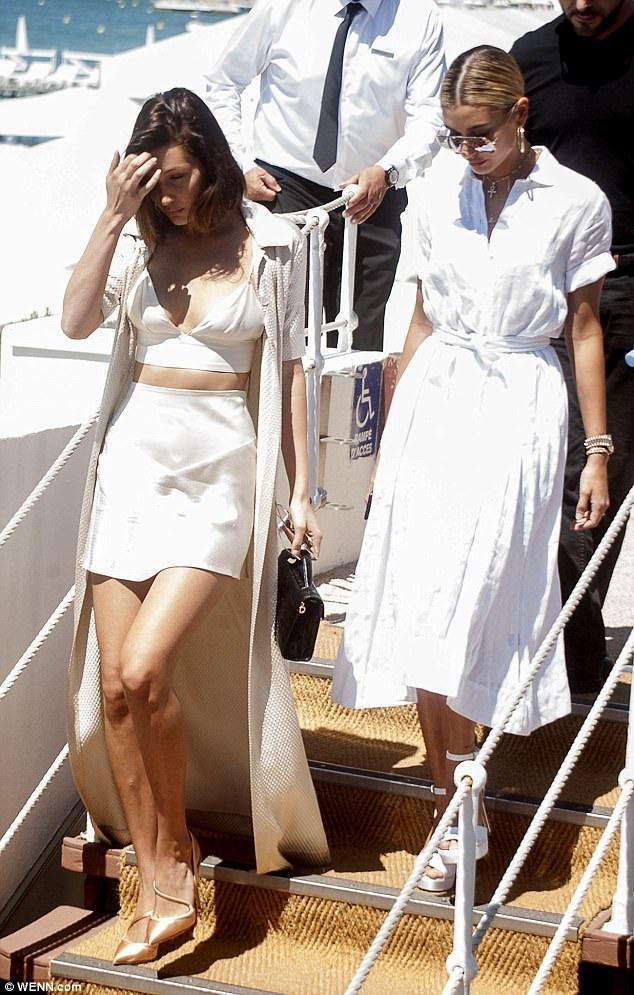 Bella Hadid và bạn thân Hailey Baldwin xuất hiện rạng ngời tại Cannes ngày 17/5 vừa qua