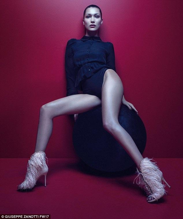 Bella Hadid đẹp hút hồn trong bộ ảnh quảng cáo mới cho một thương hiệu giày dép đình đám