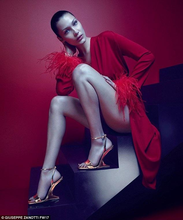 Cô đã xuất hiện trong nhiều tuần lễ thời trang uy tín như New York, Paris, Milan...