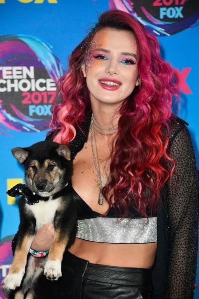 Nữ diễn viên trẻ còn mang cún cưng đi dự sự kiện