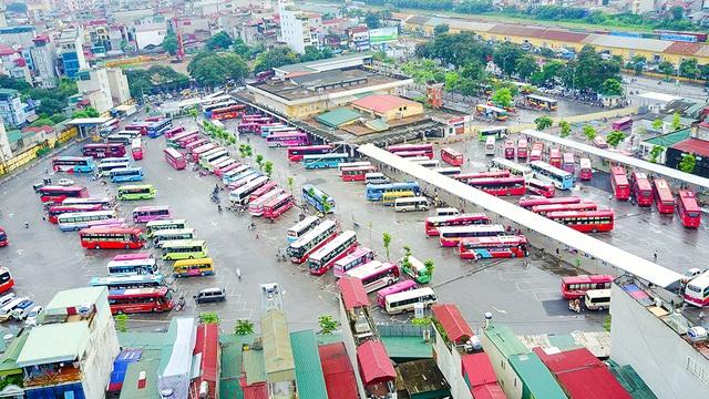 Hai bến xe Giáp Bát và Gia Lâm hoạt động đã hơn 20 năm, có quy mô và số tuyến xe liên tỉnh thuộc vào loại lớn nhất toàn quốc, sẽ dừng hoạt động để phục vụ các loại hình vận tải nội đô từ năm 2020. (Ảnh: Toàn Vũ)