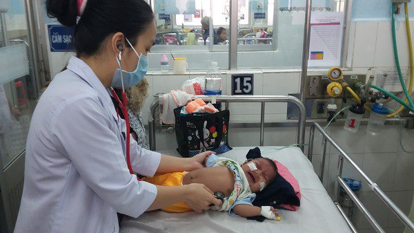Phụ huynh cần bảo vệ sức khỏe cho con trẻ bằng các biện pháp khoa học, hợp lý