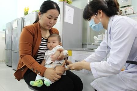Cần chủ động cho trẻ chủng ngừa những loại bệnh đã có vắc xin dự phòng