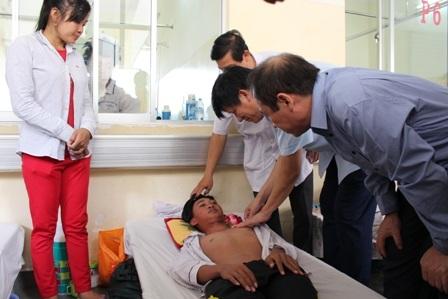 Thứ trưởng Nguyễn Thanh Long thị sát việc điều trị sốt xuất huyết tại Bệnh viện Bệnh Nhiệt Đới, TPHCM