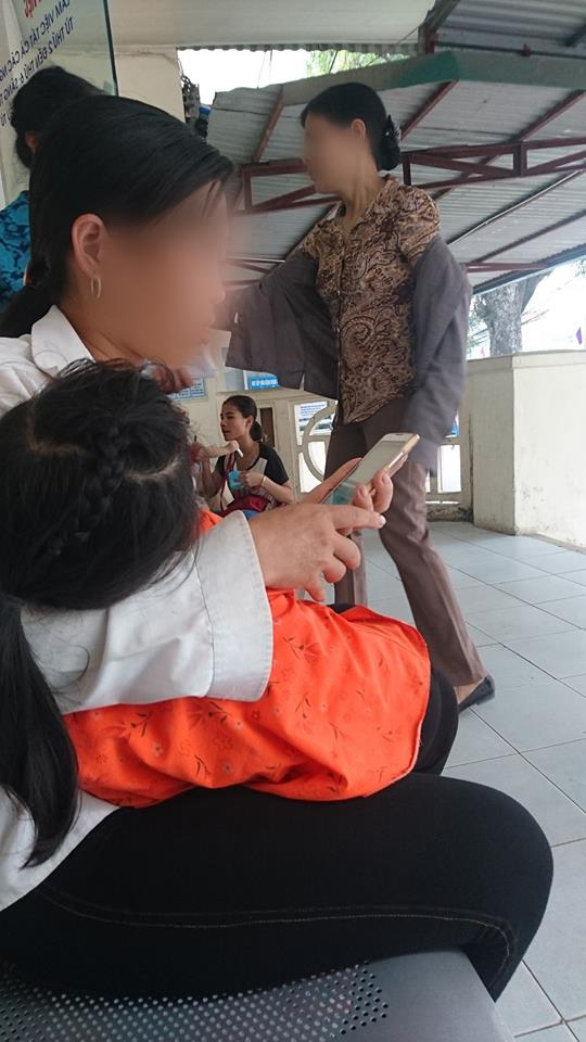 Bệnh nhân chờ khám tại BV Tai Mũi Họng Trung ương.