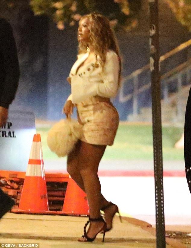 Đây là lần đầu tiên thợ săn ảnh bắt gặp Beyonce ra phố kể từ khi cô sinh 2 con vào ngày 18/6 vừa qua