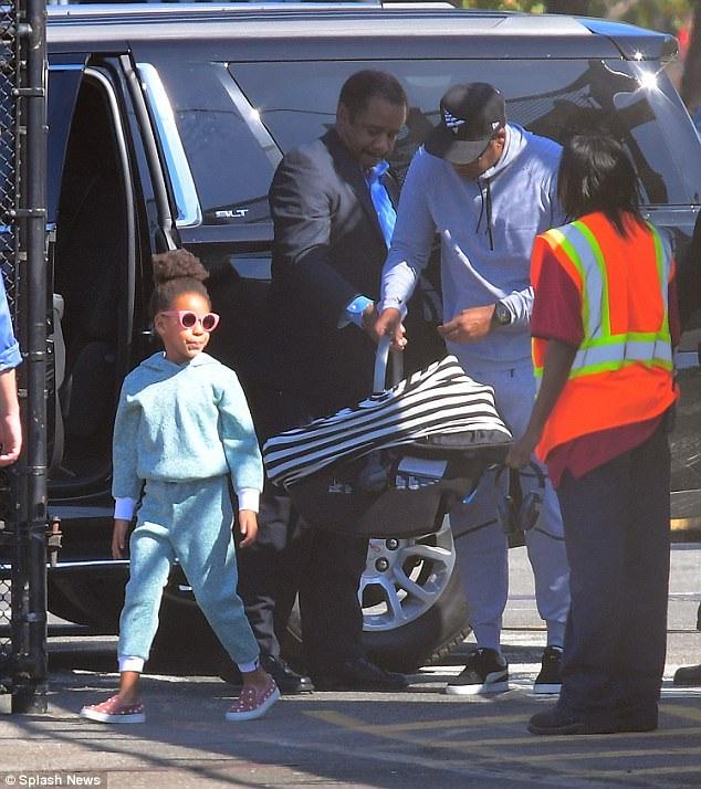 Cô con gái Blue Ivy của Beyonce và Jay Z trông rất nhanh nhẹn và đáng yêu. Cô bé 5 tuổi tự lập hơn nhiều kể từ khi hai em chào đời.