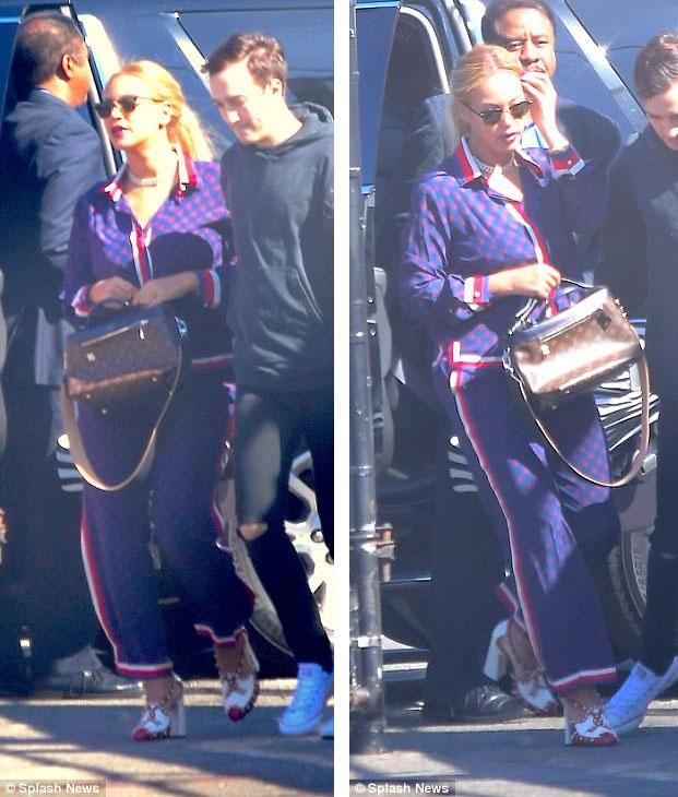 Vợ chồng Beyonce Knowles lần đầu đưa cặp sinh đôi dạo phố - 7