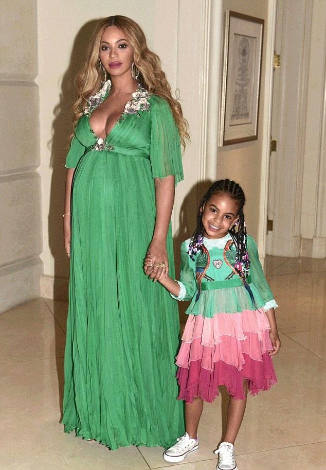 Cô con gái 5 tuổi của Beyonces diện váy hàng hiệu trị giá 26 nghìn USD (gần 600 triệu đồng).