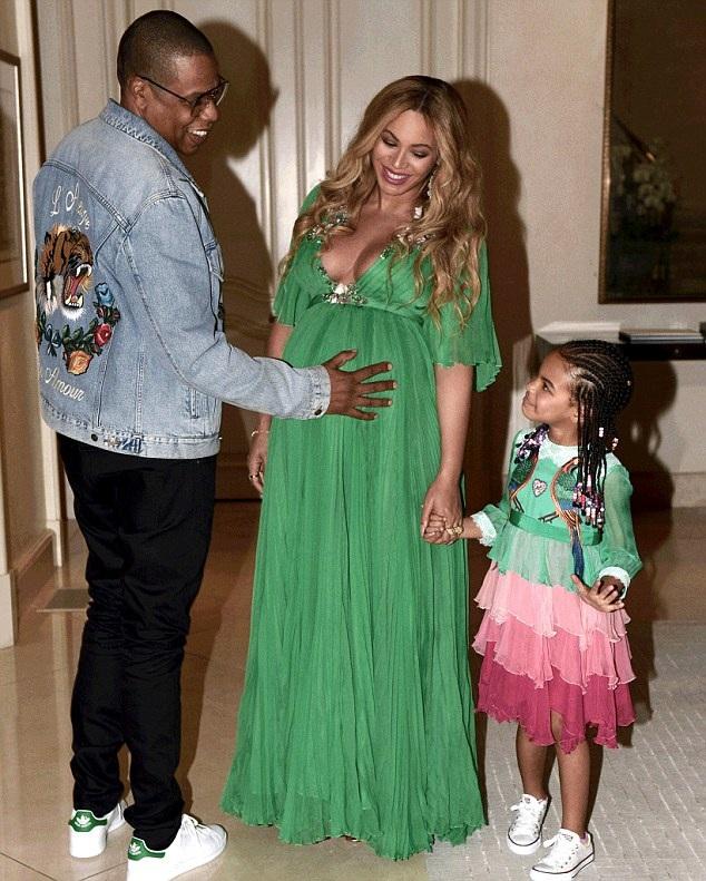 """Gia đình Beyonces Knowles tới dự buổi công chiếu bộ phim """"Beauty And The Beast"""", ngày hôm qua 6/3."""