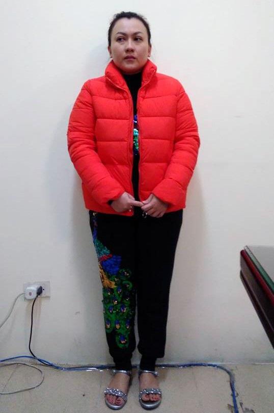 Bà mẹ kế Phạm Thị Tú Trinh cũng bị khởi tố vì bạo hành con riêng của chồng.