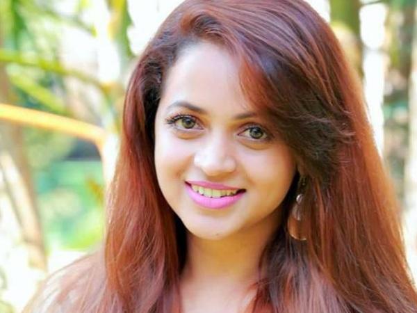 Nữ diễn viên Ấn Độ - Bhavana quay lại đóng phim 1 tuần sau sự việc cô bị bắt cóc và tấn công tình dục trên ô tô ngày 17/2.