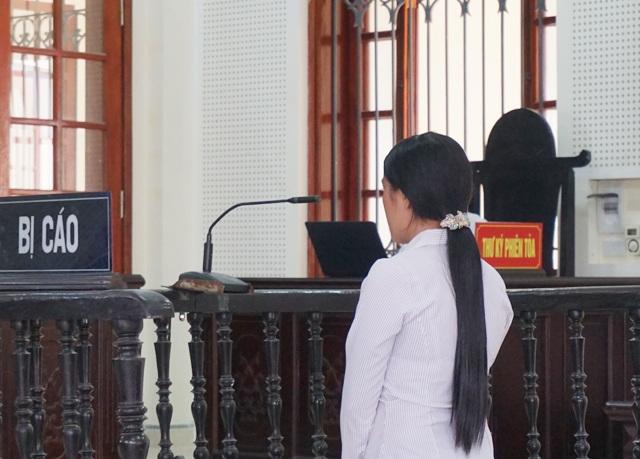 Vân bị truy tố tội Cố ý gây thương tích khi dùng dao tấn công tình địch hơn chồng gần 20 tuổi