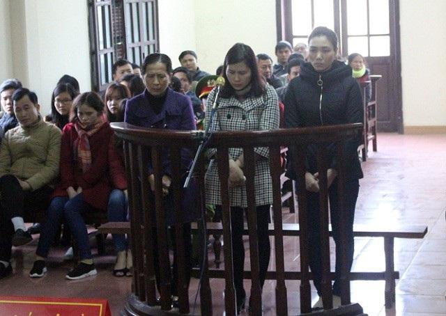 Các bị cáo tại phiên tòa (Ảnh: Báo QB)