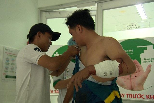 Anh Vương Quốc Tân bị chém ở tay đang điều trị tại bệnh viện Hoàn Mỹ Cửu Long