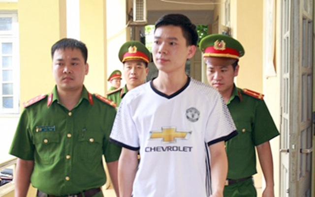 Chiều 5/7, bác sĩ Hoàng Công Lương – người bị khởi tố, tạm giam vì liên quan vụ tai biến chạy thận ở Bệnh viên Đa Khoa Hòa Bình khiến 8 bệnh nhân tử vong được tại ngoại.